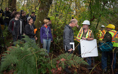 Kinder Morgan contractors clash with citizen protestor on Burnaby Mountain (Darryl Dyck/CP)