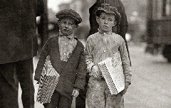 Nine-year-old newsie and his 7-year-old brother 'Red' – 1915 (Photo: Lewis Wickes Hine/Shorpy)