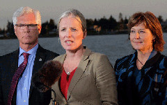 Environment and Climate Change Minister Catherine McKenna with Industry Minister Jim Carr (left) and BC Premier Christy Clark (right) announcing the federal government's approval of PNWLNG (Province of BC/Flickr)